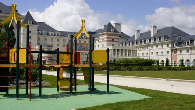 Charles de Gaulle to Vienna House Dream Castle