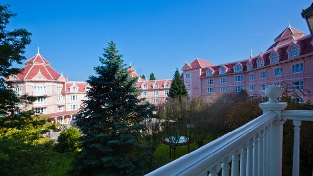 Charles de Gaulle to Disneyland Hotel